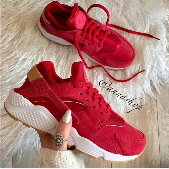 Nike Shoes   Nwt Huarache Run Suede Red